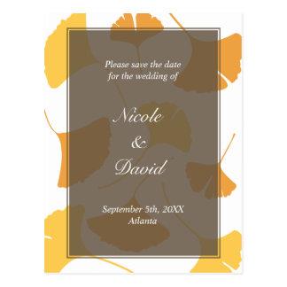 El boda gris descendente de las hojas del ginkgo a tarjetas postales