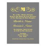 El boda gris y amarillo del monograma invita invitación personalizada
