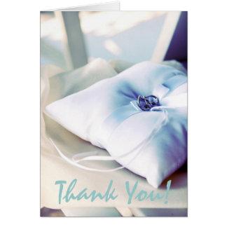 El boda hermoso de la almohada del anillo le tarjeta pequeña