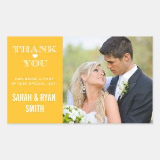 El boda lindo del amarillo del corazón le agradece pegatina rectangular