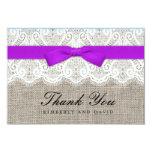 El boda púrpura del arco y del cordón le agradece invitaciones personales