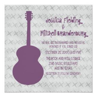 """El boda púrpura del Grunge de la guitarra invita Invitación 5.25"""" X 5.25"""""""