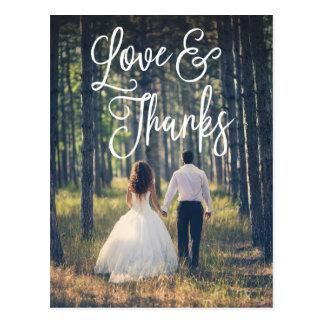 El boda romántico de la escritura le agradece postales