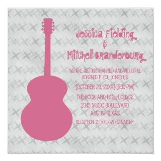 """El boda rosado del Grunge de la guitarra invita Invitación 5.25"""" X 5.25"""""""