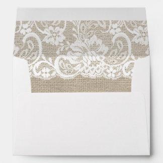 El boda rústico blanco del cordón y de la arpiller sobres