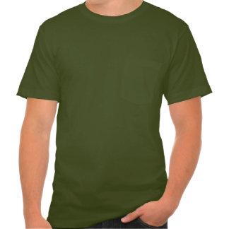 El bolsillo T de los hombres de los salmones Playeras