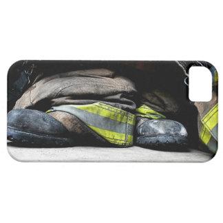 El bombero patea la caja de la casamata funda para iPhone 5 barely there