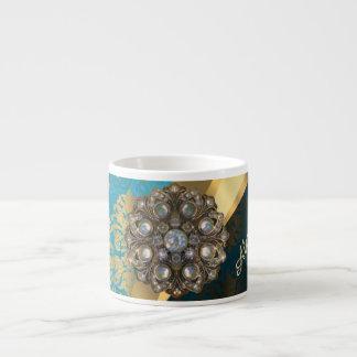 El bonito personalizó el modelo femenino del taza espresso