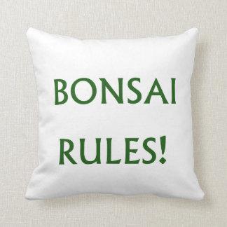 El bonsai gobierna el texto verde cojín decorativo