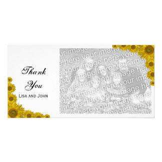 El borde amarillo del girasol le agradece tarjeta fotográfica personalizada