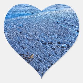 El borde del agua pegatina en forma de corazón