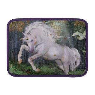El bosque del unicornio protagoniza el azul de funda  MacBook