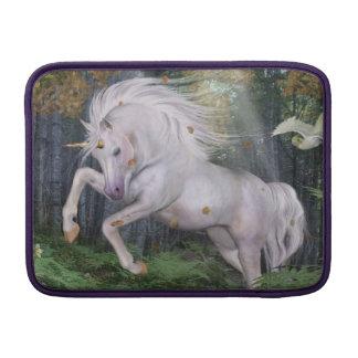 El bosque del unicornio protagoniza el azul de fundas macbook air