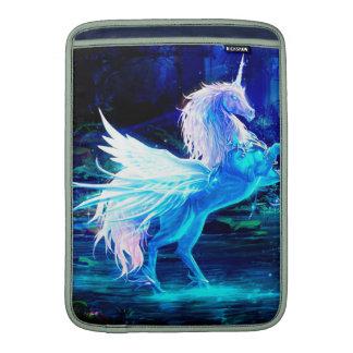 El bosque del unicornio protagoniza el azul de fundas para macbook air