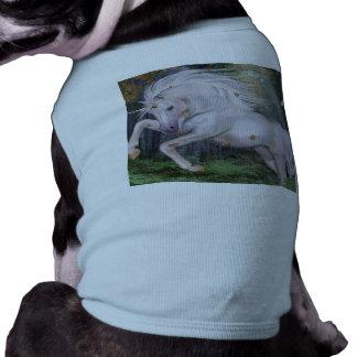 El bosque del unicornio protagoniza el azul de playera sin mangas para perro