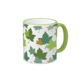 El bosque silenciado de los colores sale del taza de café