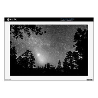 El bosque siluetea la astronomía de la portátil 43,2cm skin