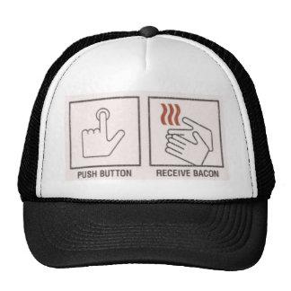 El botón, recibe el tocino gorro de camionero