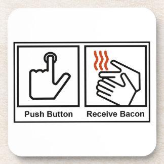 El botón, recibe el tocino posavasos de bebida