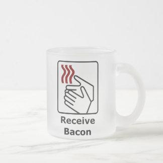 El botón/recibe el tocino tazas de café