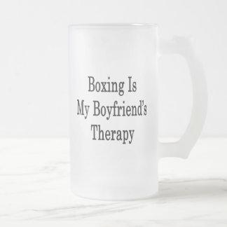 El boxeo es la terapia de mi novio taza cristal mate