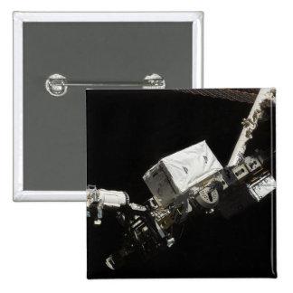 El brazo robótico del sistema de manipulante aleja pin