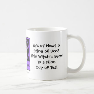 El Brew de la bruja es Niza una taza de taza fresc
