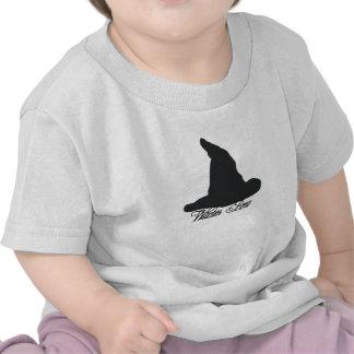 El Brew de Witche del gorra de la bruja Camisetas
