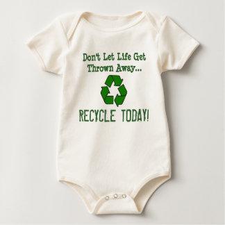 """¡El brie """"recicla hoy""""! Enterito"""