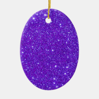 El brillo púrpura de la chispa crea sus los adorno ovalado de cerámica