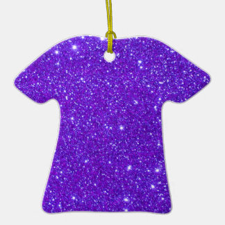 El brillo púrpura de la chispa crea sus los adorno de cerámica en forma de camiseta