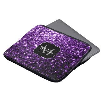 El brillo púrpura hermoso chispea monograma funda ordendadores