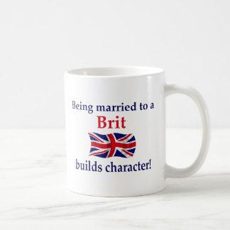 El británico construye el carácter taza de café