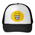 El bromear alrededor de cara sonriente gorra