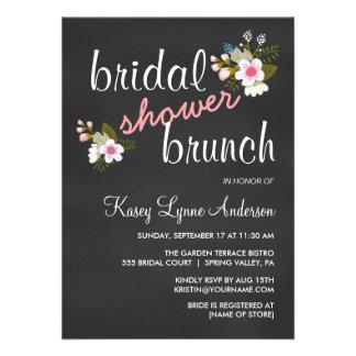 El brunch nupcial floral de la ducha de la pizarra invitaciones personales