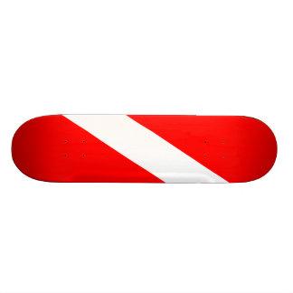 """El buceador abajo señala por medio de una bandera patineta 7 3/4"""""""