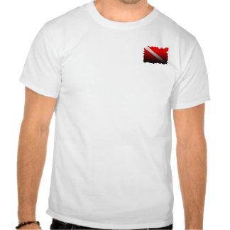 el buceador abajo señala por medio de una bandera camisetas