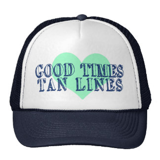 El buen moreno de las épocas alinea el gorra del v