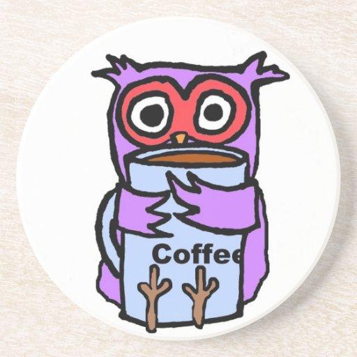 El búho abraza la taza de café posavasos diseño
