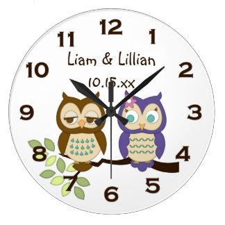 El búho caprichoso lindo hermana el reloj de pared