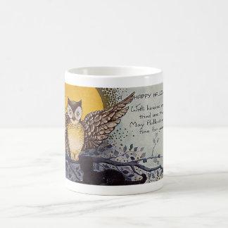 El búho de las bebidas espirituosas emparentadas d taza de café