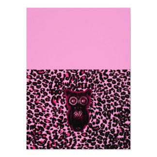 """El búho en leopardo rosado mancha el fondo invitación 5.5"""" x 7.5"""""""