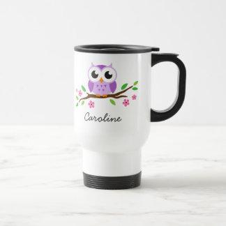 El búho púrpura lindo en rama floral personalizó n taza de café