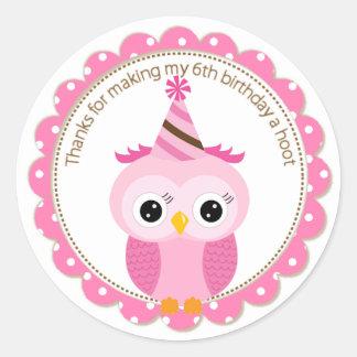 El búho rosado del 6to cumpleaños de los chicas le pegatina redonda