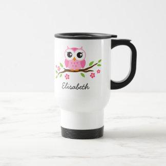 El búho rosado lindo en rama floral personalizó no tazas de café