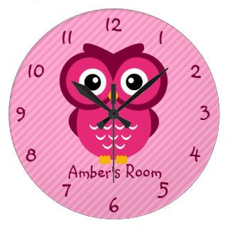 El búho rosado personalizado embroma el dormitorio reloj redondo grande