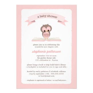 El búho rosado trae una invitación de la fiesta de
