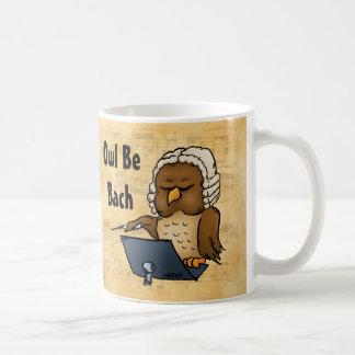 El búho sea dibujo animado divertido del búho de taza de café