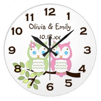 El búho verde rosado caprichoso lindo hermana el r reloj redondo grande