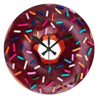 El buñuelo helado con asperja reloj redondo grande